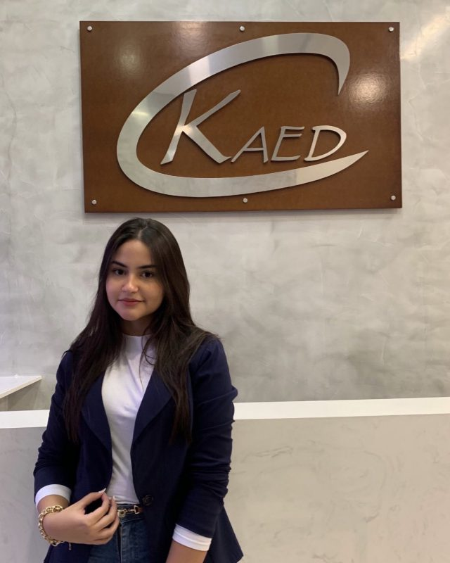 Giulia Macedo, 18 anos, iniciando na Kaed no depto. de Legalizaçao.  Estudante, cursa o 1o ano de Biomedicina.  Gosta de maquiagem, moda e estética, tem muitos sonhos e nas horas vagas adora curtir festas com os amigos.  Seja bem vinda à equipe Kaed 😊  #equipekaed