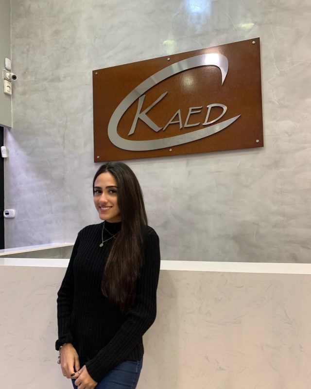 """Izabel Gomes, 18 anos, novamente na Kaed no depto. fiscal.  Pretende cursar Direto e Comércio Exterior, atualmente é vestibulanda, e tem muitos planos para o futuro.  Nas horas de lazer gosta de estudar, sair com os amigos, é extrovertida, adora música, baladas e séries""""  Seja bem vinda à equipe Kaed  #equipekaed"""